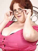 Every man wants a woman who is going to make you feel like a rock star. And that woman is gorgeous L-cup BBW Sapphire.