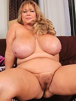 These updates never get tiring! The sexy Samantha38g cant get enough of the way she gets u horny! She rubs her sexy BBW body an